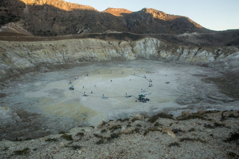 634 minutes inside the volcano, nisyros